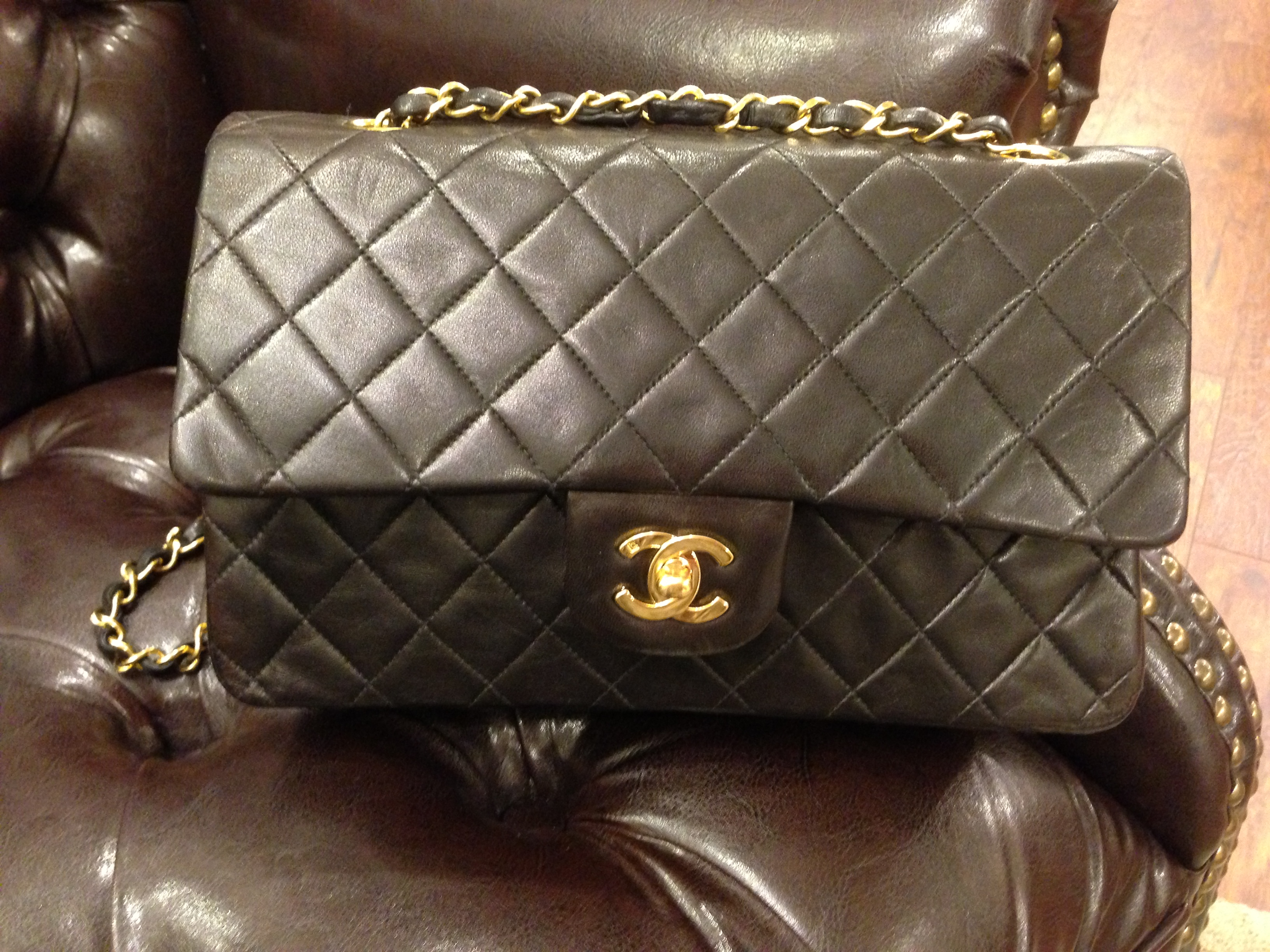 Chanel handbag superb vintage chanel bag vintage leather - This Is An Outstanding Vintage Chanel 2 55 In Superb Condition 9 10 Its Lamb Quilted Lamb Skin With Gold Plated Chain The Interior Of The Bag Has Been